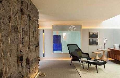 31. A parede com pedra miracema trouxe uma aparência mais rústica para o ambiente. Fonte: Pinterest