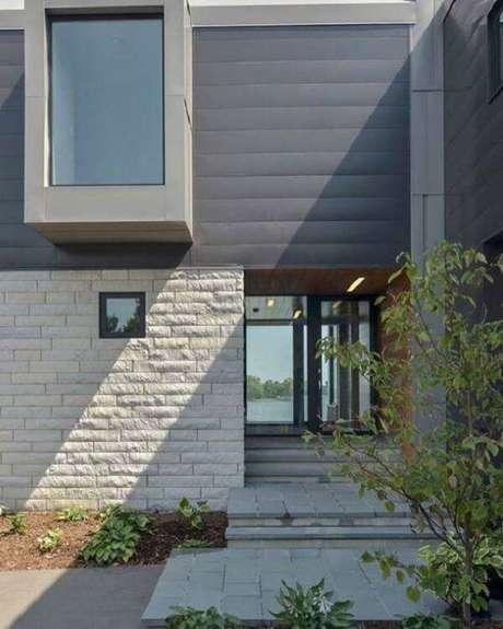 26. Bela fachada com pedra miracema. Fonte: Dicas de Decoração