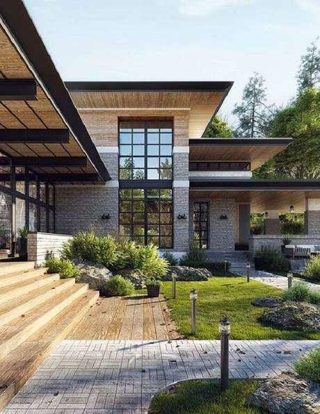 17. Fachada com pedra miracema e janelas amplas. Fonte: Pinterest