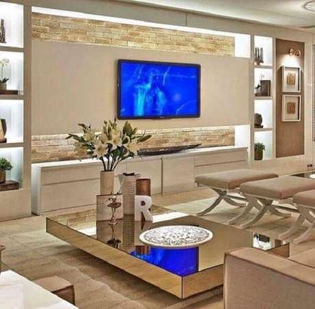 16. O painel da Tv recebeu um acabamento especial com pedra miracema. Fonte: Pinterest