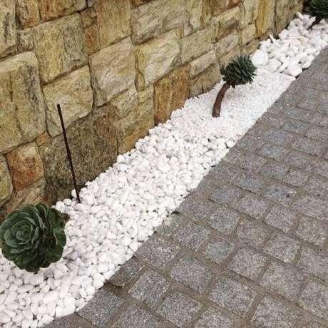 14. Mescle tonalidades na área externa utilizando pedra miracema. Fonte: Pinterest