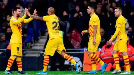 Vidal comemorando gol do Barcelona no jogo contra o Espanyol (PAU BARRENA / AFP)