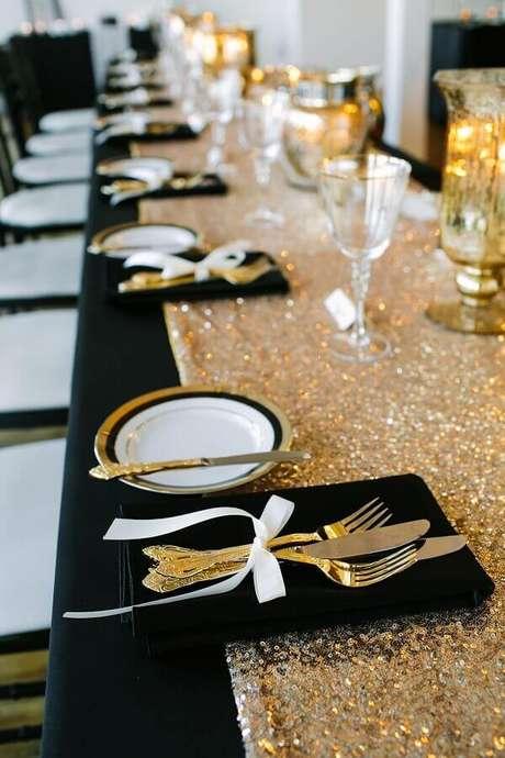2. Invista em uma decoração para a festa de aniversário de casamento que tenha a ver com a bodas que o casal está comemorando – Foto: De Frente Para o Mar