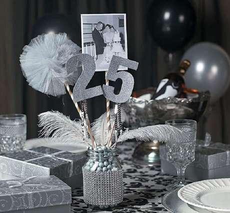 10. Ideia para decoração de aniversário de casamento bodas de prata – Foto: Pinosy