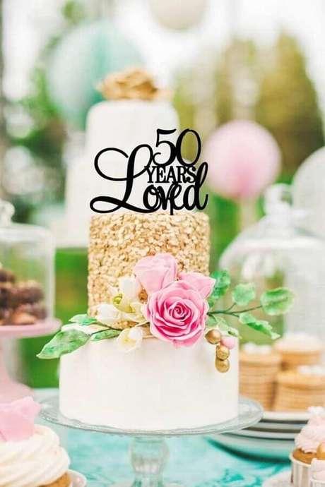 16. Bolo de aniversário de casamento bodas de ouro – Foto: Pinterest