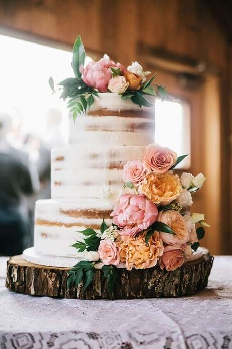 21. Para escolher o tamanho certo do seu bolo de aniversário de casamento é importante saber quantos convidados a festa terá – Foto: Danielle Noce