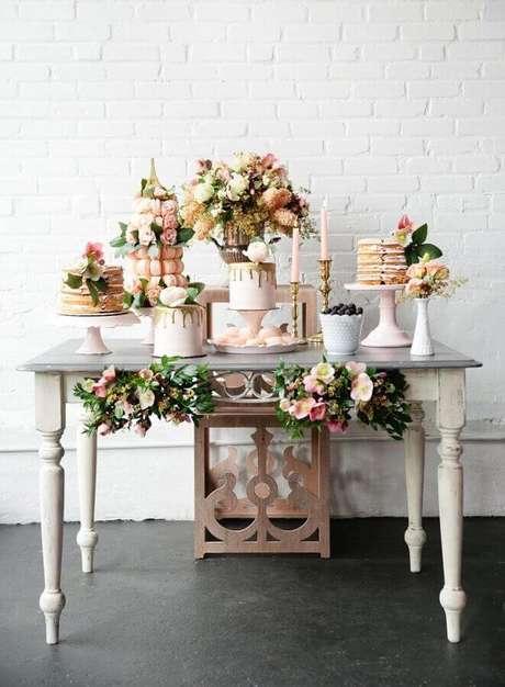 1. Faça uma decoração bonita e romântica para o seu aniversário de casamento – Foto: Pesona Pengantin