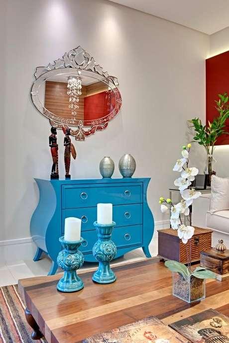 39. Decoração de sala de estar com móveis retrô – Projeto: Andrea Bento