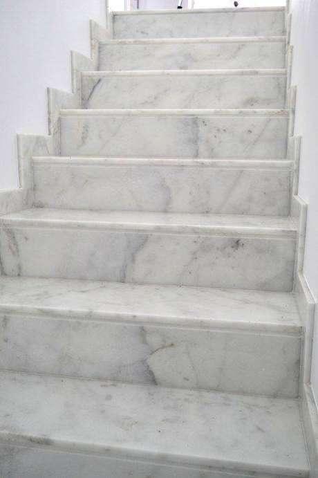 16. A escada de mármore é também delicada. Foto: Cauvells