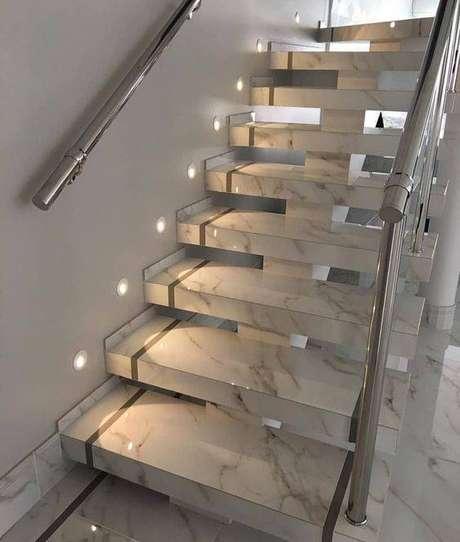 54. O brilho da escada de mármore é excelente. Foto: Instagram