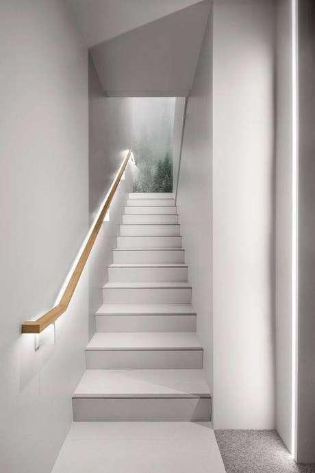 14. A escada de mármore é chamativa até quando pequena. Foto: Pinterest