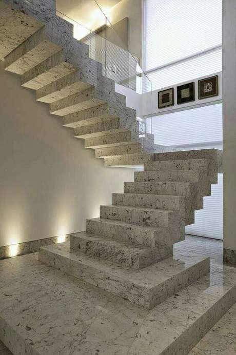 33. A aparência da escada de mármore é conhecida por muitos. Foto: Pinterest