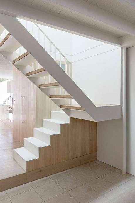 49. A escada de mármore pode ter uma aparência mais moderna. Foto:Casa Vogue