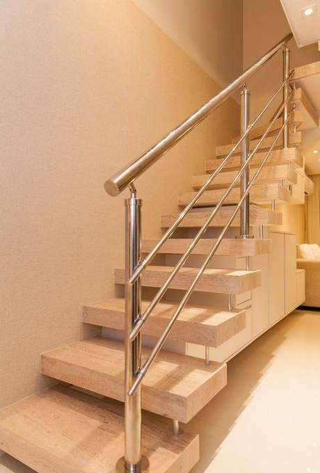 38. Um bom corrimão faz a diferença em uma escada de mármore. Foto: Pricila Dal Zochio