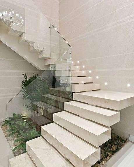 2. A escada de mármore branco é a mais popular. Foto: Instagram