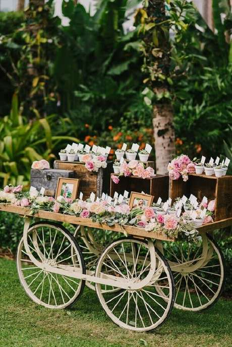 44. Festa de aniversário de casamento ao ar livre – Foto: Ruffled Blog