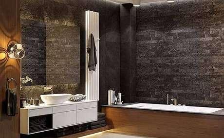 44. Banheiro rústico com parede feita de miracema. Fonte: Pinterest