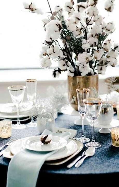 59. Mesa decorada para festa de aniversário de casamento bodas de algodão – Foto: Fanny Soulier