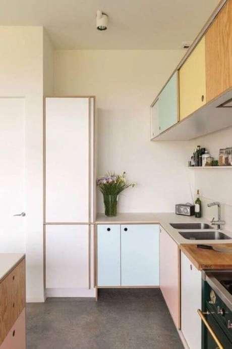 44. Modelo de armário de cozinha com móveis retrô – Projeto: Talo Kandelle