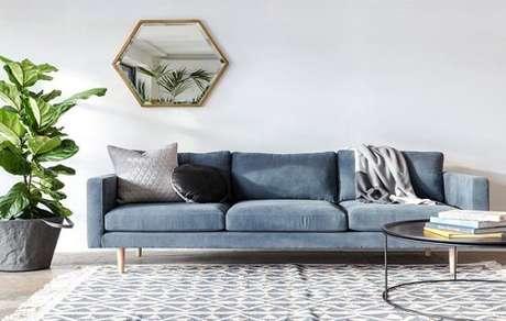 47. Móveis retrô azul com veludo – Via: Pinterest