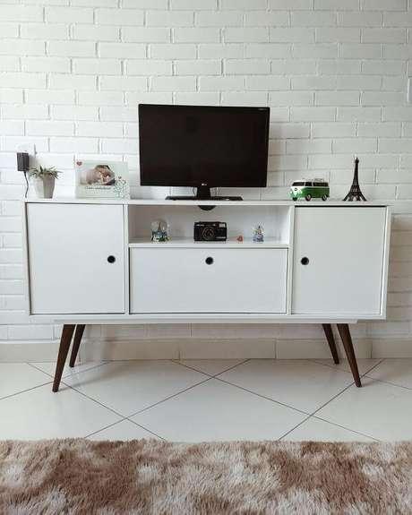 50. Móveis retrô branco super modernos – Via: Tua Casa