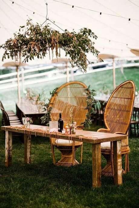 3. Tenha uma mesa especial para o casal na festa de aniversário de casamento – Foto: 100 Layer Cake
