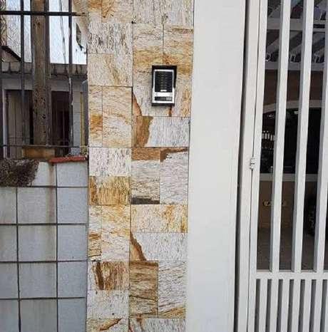 54. Utilize a miracema amarela para fachada de casa e divisão de muros. Fonte: Pinterest