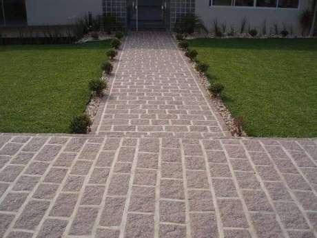 62. Calçada extensa revestida com miracema. Fonte: Tudo Construção