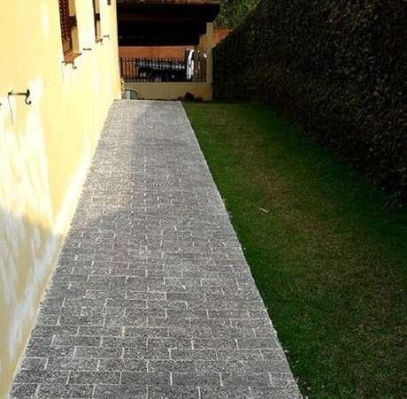 58. A miracema foi usada na lateral da casa. Fonte: Pinterest