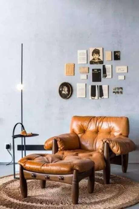 1. Poltrona mole na sala de estar com puff combinando – Foto: Casa Cor