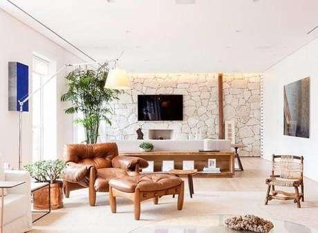 26. Poltrona marrom para sala de estar confortável e linda – Via: Pinterest