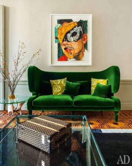 17. Sala com sofá verde decorada de forma moderna e diferenciada – Via: Pinterest