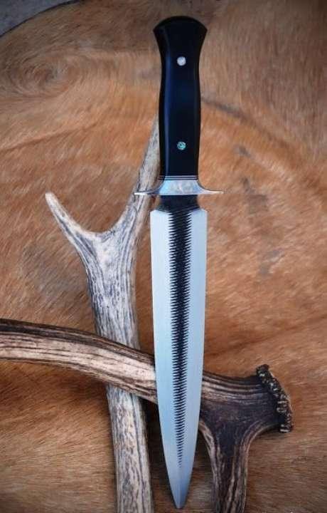 35. Alguns tipos de facas possuem corte reto. Foto: Oceano – Facas Artesanais