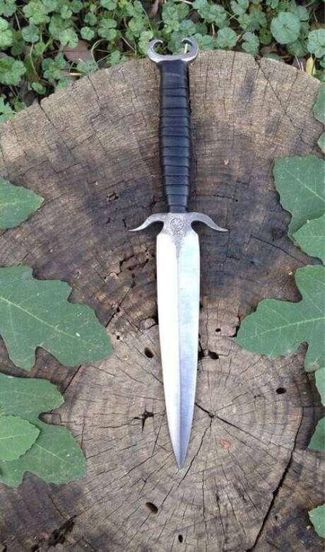 36. Os tipos de facas com formato reto também chamam a atenção por terem duas lâminas. Foto: Etsy