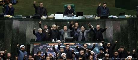 Parlamento iraniano determinou que todos os responsáveis pelo martírio do general Soleimani são considerados terroristas