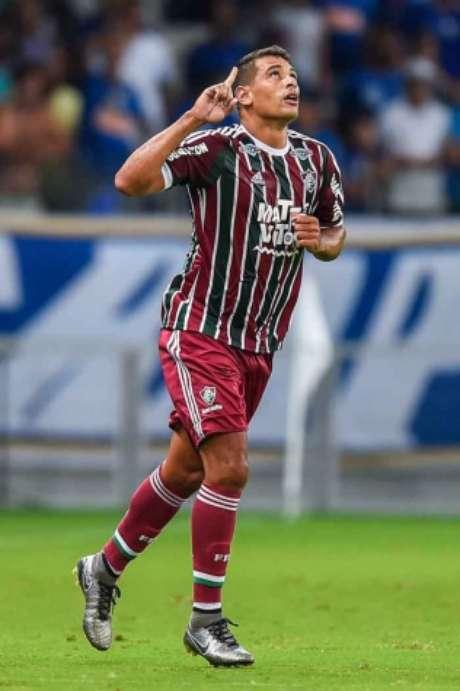 Diego Souza com a camisa do Fluminense (Foto: Pedro Vilela / Agencia i7 /Arquivo Lance!)