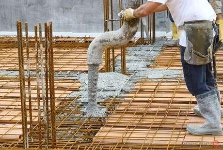 2. Etapa de concretagem da laje pré-moldada. Fonte: Blog do eGestor
