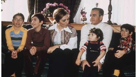 Pahlevi e sua família fugiram do Irã após a Revolução Islâmica