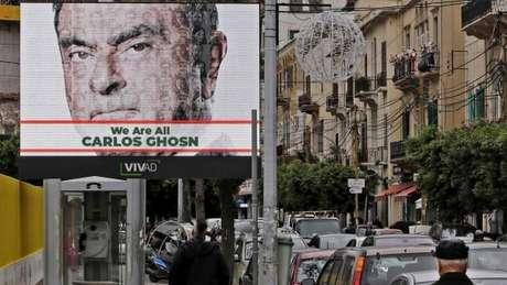 Cartaz de apoio a Ghosn em Beirute, onde ele cresceu e é uma figura popular