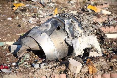 Destroços de avião da Ukraine International Airlines que caiu depois de decolar no Irã 08/01/2020 Nazanin Tabatabaee/WANA (West Asia News Agency) via REUTERS