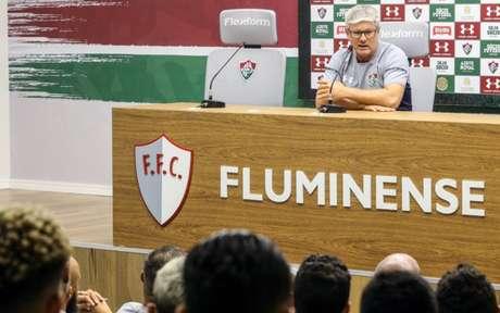 Odair Hellman teve o primeiro contato com os jogadores (Foto: Lucas Merçon/Fluminense)