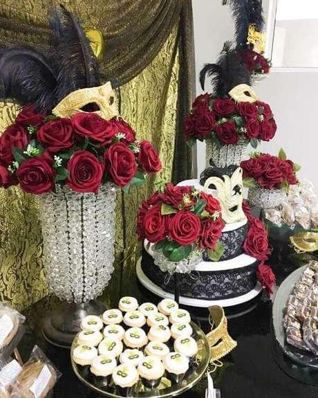 27. Utilize doces e detalhes personalizados na sua decoração – Via: Exithus Eventos