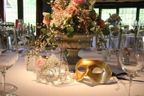 38. Mesa de jantar para festa baile de máscaras – Via: Mariages
