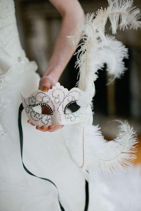 10. Máscara de baile combinando com o vestido da aniversariante – Via: Pinterest