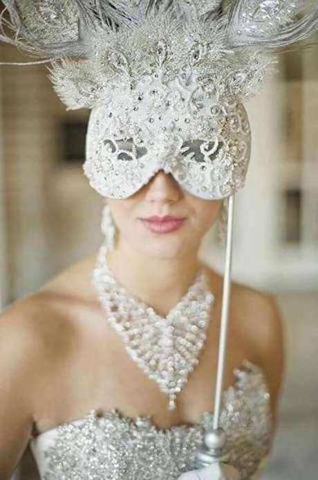 43. Máscara de baile extravagante – Via: Parana Noivas