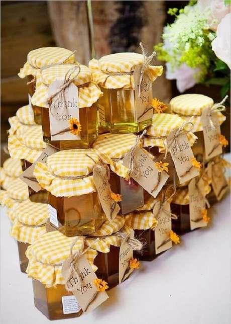 13. Potes de mel servem de lembrancinhas para a festa tema girassol. Fonte: Pinterest