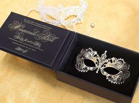 9. Convite baile de máscaras para festas luxuosas – Via: Pinterest