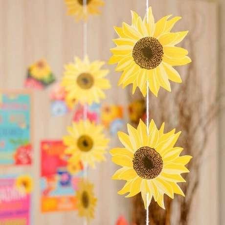 33. Cortina decorativa para tema de festa girassol simples. Fonte: Pinterest