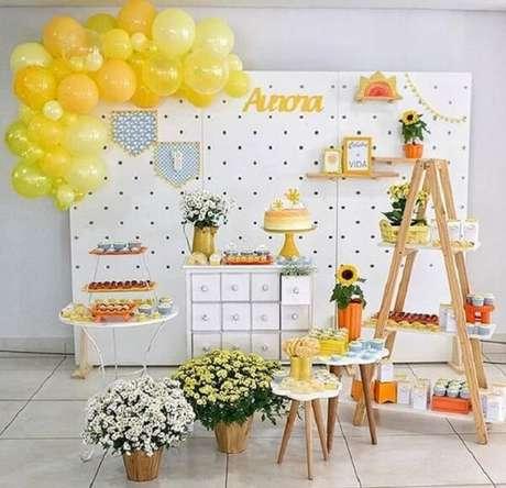 43. Decoração clean para festa tema girassol. Fonte: Pinterest