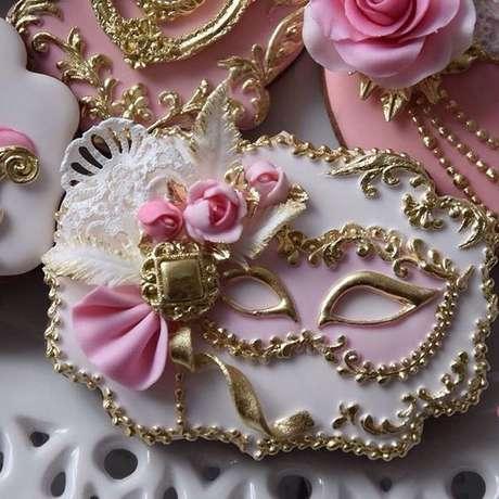59. Doces para aniversário com tema baile de máscaras – Via: Pinterest